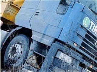 ТИР и автомобил се удариха край Кресна сн: c2.24chasa.bg