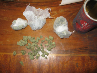 Полицията задържа младежи за притежание на дрога сн: dariknews.bg